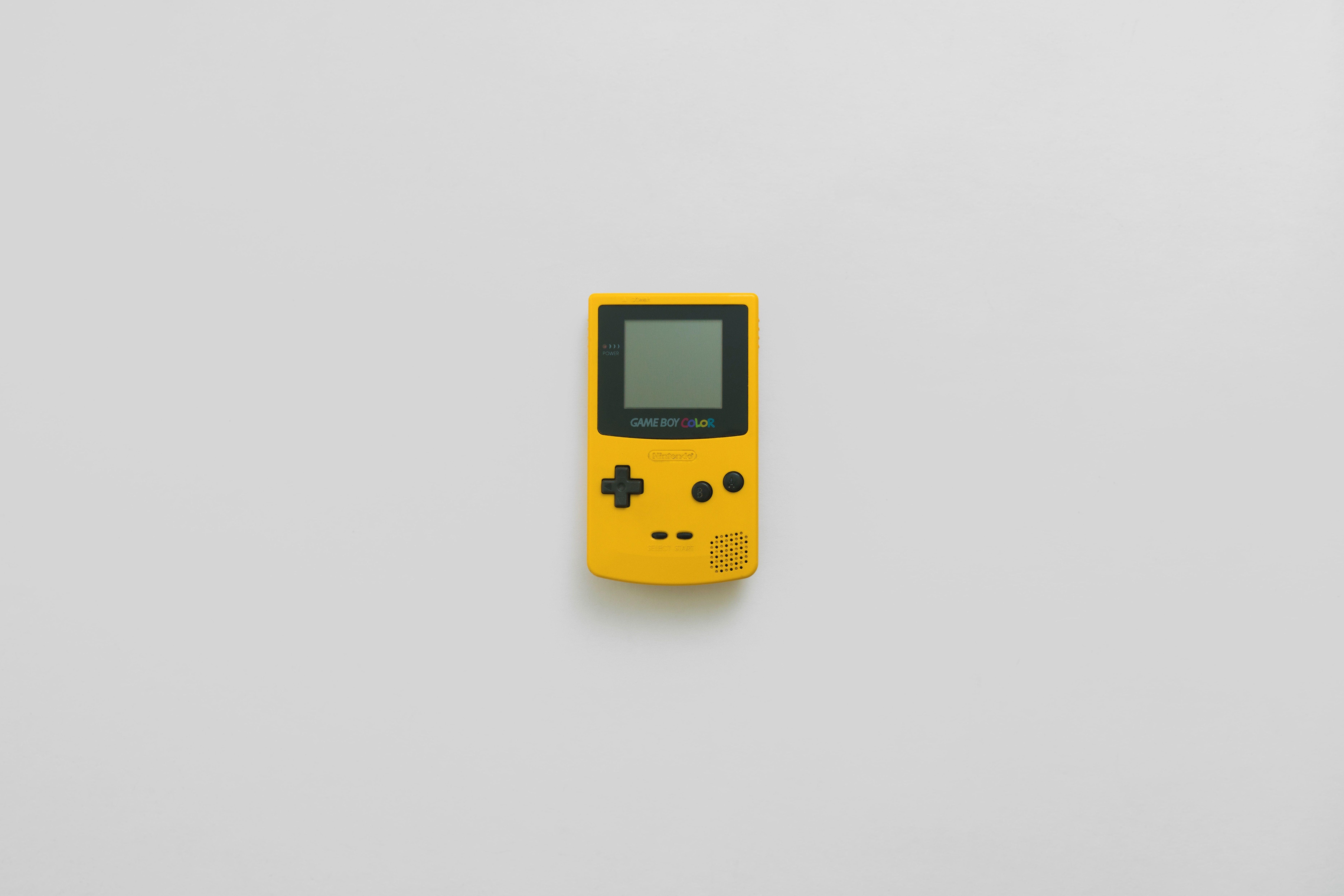 gelber Game Boy